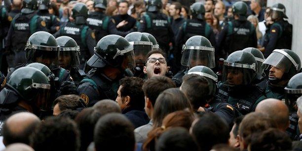 Indépendance de la Catalogne: Puigdemont repousse son annonce