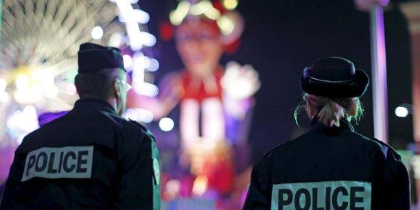 Emmanuel Macron a présenté mercredi sa police de sécurité du quotidien, destinée à restaurer la confiance entre les forces de sécurité et la population, fragilisée par des accusations de violences policières et une série d'agressions de policiers, dans un contexte de forte menace terroriste. (Photo prise le 18 octobre 2017. Philippe Wojazer / Reuters)