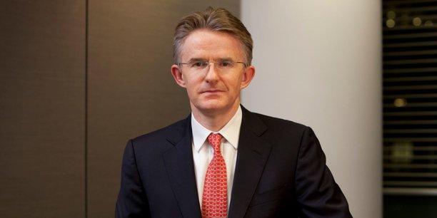 Dès son diplôme d'économie en poche, John Flint est entré en 1989 chez HSBC, où il a travaillé 14 ans en Asie, dans les activités de marchés. Il a aussi été trésorier du groupe et directeur de la gestion d'actifs.