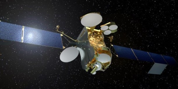 Eutelsat va commander le satellite Konnect VHTS (Very High Throughput Satellite) à Thales Alenia Space (TAS), et scelle des accords de distribution avec Orange et Thales.