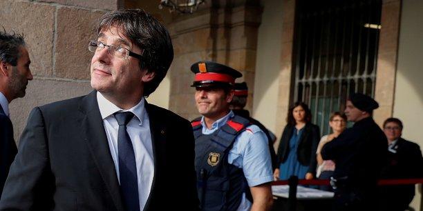 Mardi soir, les Catalans, rivés devant leurs écrans de télévision, s'attendaient à voir le chef de l'exécutif régional Carles Puigdemont proclamer l'indépendance et la création de la République.