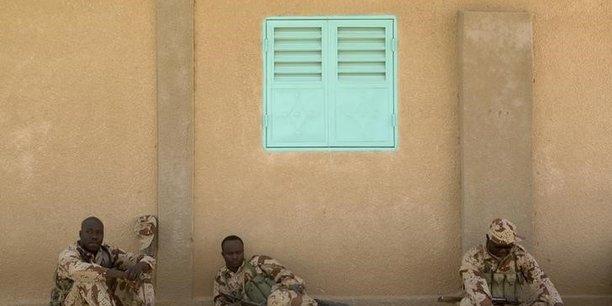 Le tchad allege sa presence militaire au niger[reuters.com]