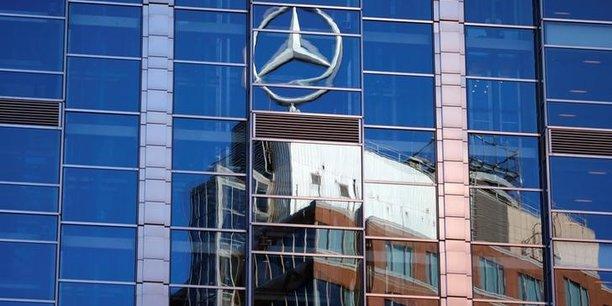 Chine: mercedes-benz et ses associes rappellent 350.000 voitures[reuters.com]