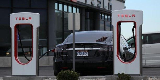Tesla licencie des centaines d'employés en une semaine
