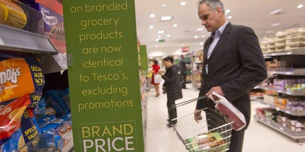 Des Britanniques font leur course dans un supermarché Waitrose, à Londres.