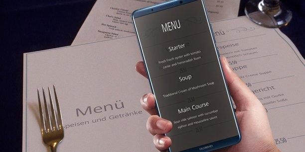 Le Mate 10 permet, selon Huawei, de traduire les textes d'une photo sans avoir besoin de se connecter à Internet.