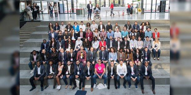Les 35 startups lauréates du French Tech Diversité, avec le secrétaire d'Etat au Numérique, Mounir Majhoubi (2è rangée au milieu)