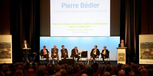 Hôte de l'événement, le très en verve patron (LR) des Yvelines Pierre Bédier s'est vite agacé du flou institutionnel qui règne : « On joue avec nos collectivités ! Ce sera à nous qu'il reviendra de mettre en œuvre. Ce sera à vous, entreprises et citoyens, de payer les coûts. Que l'on fiche la paix à nos communes et intercos rendues financièrement exsangues ! »