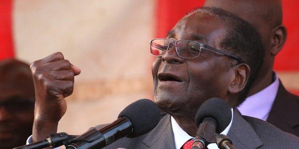 Le système de santé du Zimbabwe, le pays que préside Mugabe depuis 37 ans, est fortement pointé du doigt par les ONG, experts et militants des droits humains qui avancent que la plupart des hôpitaux manquent de médicaments et d'équipements et le personnel médical est régulièrement laissé sans salaires.