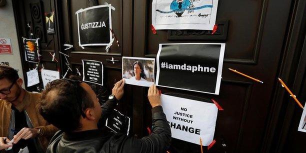 A Malte, dimanche 22 octobre, des manifestants réclament justice après l'assassinat, lundi 16 octobre de la journaliste Daphne Caruana Galizia, qui enquêtait depuis des années sur la corruption dans son pays.