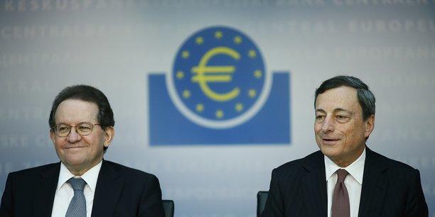 De gauche à droite, Vitor Constancio et Mario Draghi respectivement vice-président et président de la Banque centrale européenne (BCE).