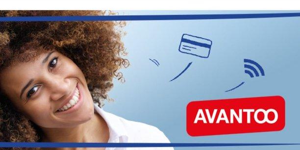 Avantoo est le nom de cette nouvelle offre, le forfait mobile associé à un Eurocompte jeune, qui a été testée depuis juillet dans certaines caisses du Crédit Mutuel en régions:  un compte avec une carte de paiement et un abonnement téléphonique avec 50 Go de données pour 10 euros par mois pendant six mois puis 20 euros par mois.