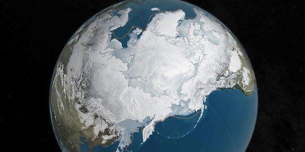 La couche de glace s'amenuise dans l'Arctique et le Groenland, accentuant le phénomène de hausse du niveau des océans qui menace des centaines de millions d'habitants des régions côtières du monde entier.
