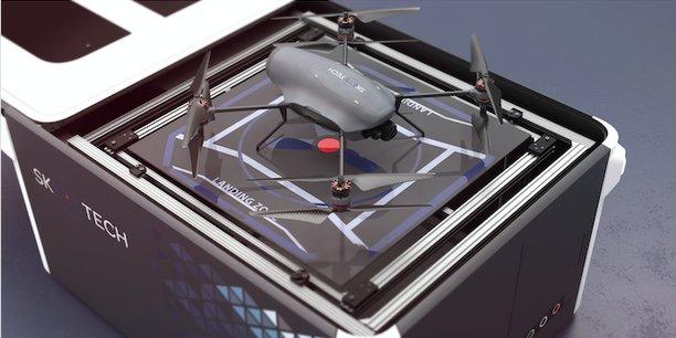 Le drone de Skeyetech, ici sur sa station de recharge, intègre le portefeuille de solutions d'Azur Drones