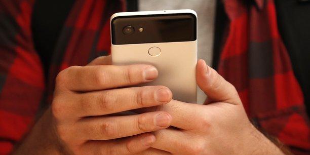 Lancé le 4 octobre, le smartphone Pixel 2 de Google est disponible à partir de 649 dollars (552 euros).