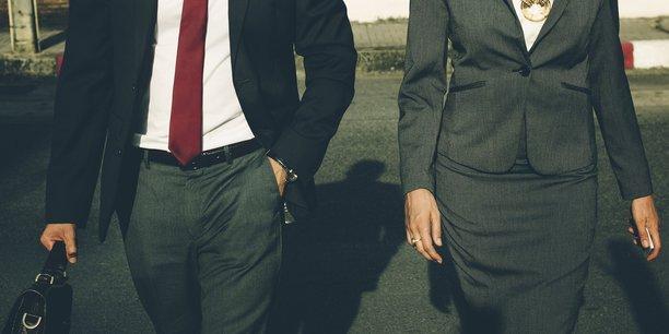 La loi Sapin II anti-corruption de décembre 2016 a prévu que les représentants d'intérêts (mais aussi le cas échéant entreprises, ONG, associations) doivent s'inscrire à ce répertoire numérique pour rencontrer les ministres et leur cabinet, les parlementaires et leurs collaborateurs, certains hauts fonctionnaires et élus locaux.