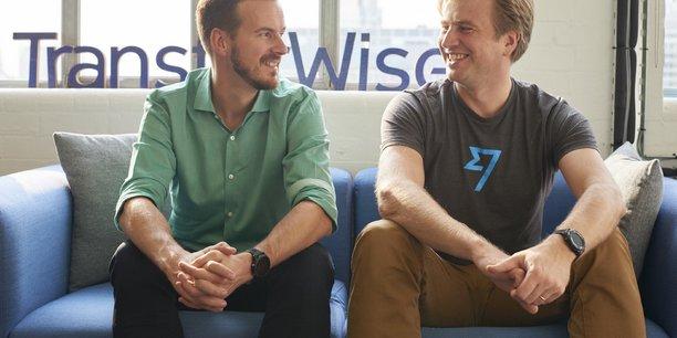 Les cofondateurs de TransferWise, Kristo Käärmann (à droite) et Taavet Hinrikus (à gauche), Estoniens d'origine, travaillaient à Londres et en avaient assez de payer de lourdes commissions de change à chaque virement transfrontalier. C'est ainsi qu'ils ont créé leur plateforme de transfert d'argent sans frontière.