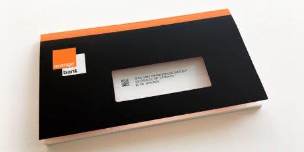 La banque mobile d'Orange aurait déjà séduit 30.000 personnes en dix jours selon son PDG Stephane Richard qui annonce aussi des baisses d'effectifs dans les centres d'appels de l'opérateur.