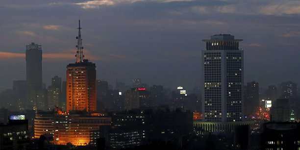 Vue nocturne du centre ville de la capitale égyptienne, Le Caire.