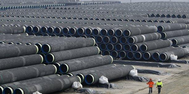 Des tubes d'acier qui serviront à la construction de l'oléoduc Nord Stream, en grande partie sous-marin, sont entreposés par milliers dans le port allemand de Mukran, sur l'île de Rügen en mer Baltique. (Photo du 8 avril 2010)