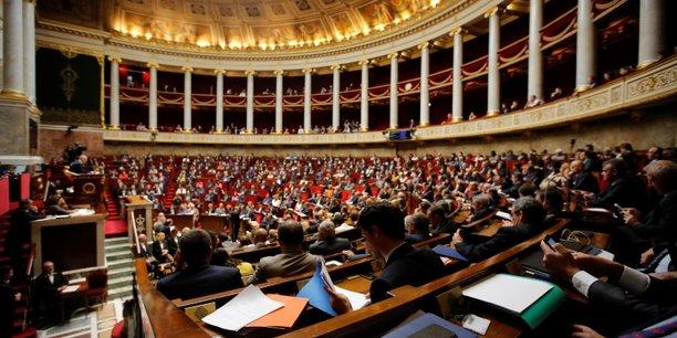 Comme depuis le début de l'examen du projet de loi de ratification des ordonnances, qui fera l'objet d'un vote solennel mardi, Nouvelle Gauche, communistes et Insoumis ont défendu pied à pied des amendements pour modifier la réforme.