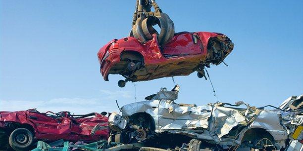 La mortalité liée à la pollution, à la congestion des agglomérations et le discrédit de l'industrie automobile (depuis le scandale Volkswagen) pourraient amener la société à se détourner de ce mode de transport.