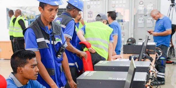 Vue de la salle de contrôle de la centrale thermique d'Aksaf, qui fournira 60 MW au réseau malgache, soit 24% de la consommation nationale.