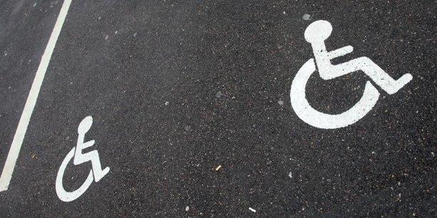 La secrétaire d'Etat Sophie Cluzel souhaite promouvoir les job coach: principe selon lequel une tierce personne prépare en amont la prise de poste avec l'employeur et aide la personne handicapée à se maintenir à l'emploi. Une expérimentation sera lancée en 2018 pour accompagner 1.000 à 1.500 travailleurs handicapés.
