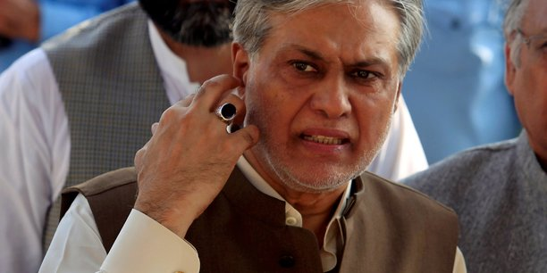 Mandat d'arret au pakistan contre le ministre des finances[reuters.com]