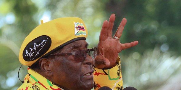 Au zimbabwe, l'armee semble se placer sur la scene politique[reuters.com]