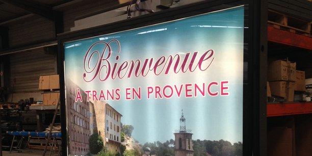Un panneau d'affichage publicitaire de  Galvasteel