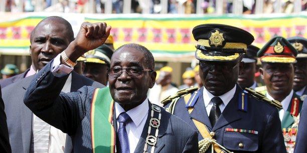 Robert Mugabe semble avoir été poussé à la sortie par ses anciens frères d'armes  après 37 ans de pouvoir