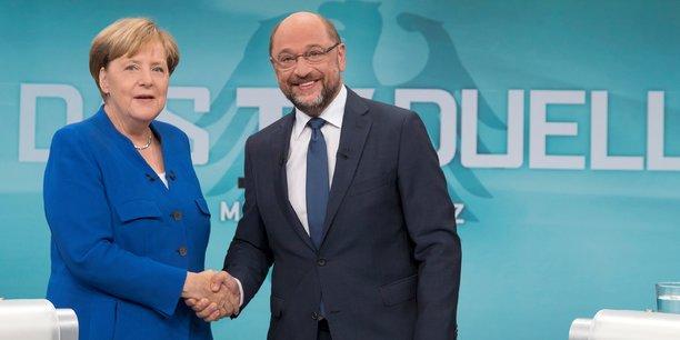 De gauche à droite, la chancelière allemande Angela Merkel et le leader du parti socialiste allemand (SPD) lors des législatives de septembre Martin Schulz.