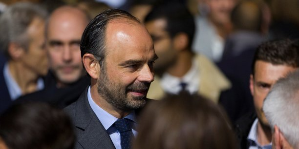 En novembre, la part de Français ayant une bonne opinion du chef du gouvernement redevient majoritaire.