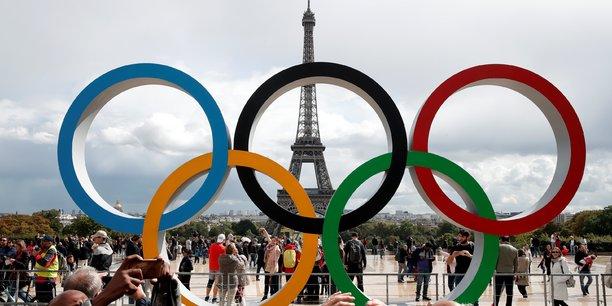 Du 2 au 18 août 2024, sur 36 sites, sous un soleil de plomb, menaçant en raison des effets du changement climatique encore non jugulé, 50 000 bénévoles sont à l'œuvre pour que le rendez-vous avec le monde de cette 33e Olympiade soit un succès, avec ses 28 disciplines sportives, 360 médailles et 15 000 athlètes accueillis dans le village olympique.