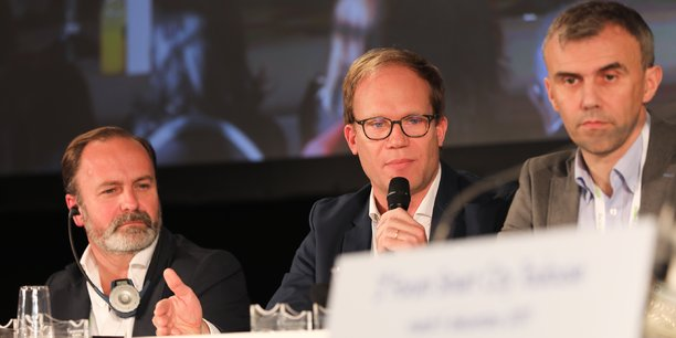 Andres De Leon (Hyperloop TT), Benoît Perrin (EasyMile) et Olivier Le Lann (EVA) lors du forum Smart City 2018.