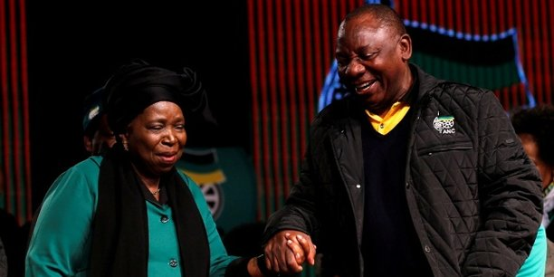 Nkosazana Dlamini-Zuma et Cyril Ramaphosa, lors de la conférence nationale du parti de l'ANC, le 30 juin 2016 à Soweta en Afrique du Sud.