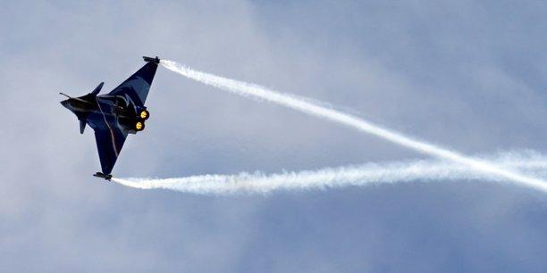 Face au Rafale, les États-Unis proposent le F-16 tandis que la Suède pousse le Gripen. Outre la France, d'autres pays ont proposé des avions de combat d'occasion comme l'Italie (Eurofighter) ainsi que la Norvège, la Grèce et Israël (F-16).