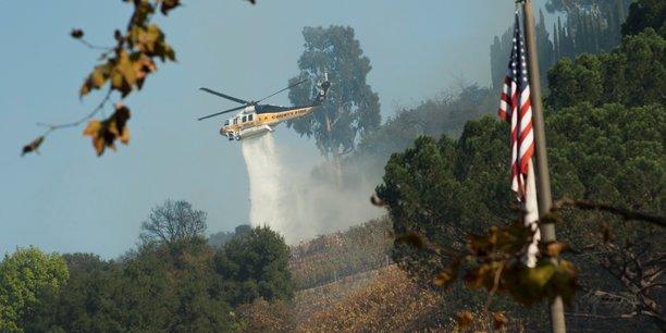 La californie ravagee par les incendies, pres de 200.000 evacues[reuters.com]