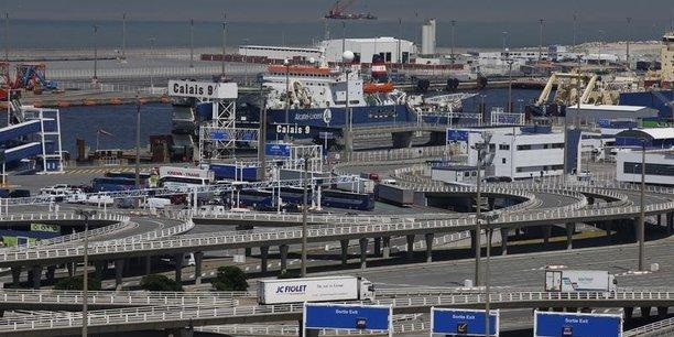 Un ferry s'echoue dans le port de calais, pas de victime[reuters.com]