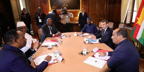 Lors de la réunion du président français Emmanuel Macron avec les chefs d'Etats africains du G5 Sahel, le Burkinabé Roch Marc Christian Kaboré, le Tchadien Idriss Déby, le Malien Ibrahim Boubacar Keita, le Mauritanien Mohamed Ould Abdel Aziz, et le Nigérien Mahamadou Issoufou, le 13 décembre 2017 près de Paris.