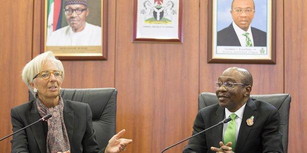 La directrice générale du FMI, Christine Lagarde, et le gouverneur de la Banque centrale du Nigeria, Godwin Emefiele, lors d'une rencontre à la Banque centrale du Nigeria à Abuja, le 6 janvier 2016.
