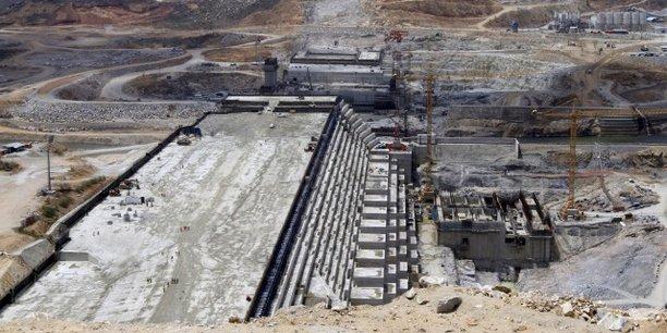 Le haut barrage de la Renaissance en Ethiopie continue de cristalliser les tensions entre Addis-Abeba et Le Caire, les autorités égyptiennes craignant que l'ouvrage ne réduise le flux des eaux du Nil.