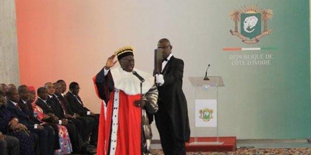 Audience de prestation de serment du président de la Cour des comptes, Diomande Kanvaly, présidée par le chef de l'Etat ivoirien Alassane Ouattara, ce lundi 8 janvier 2018, au palais de la présidence à Abidjan.