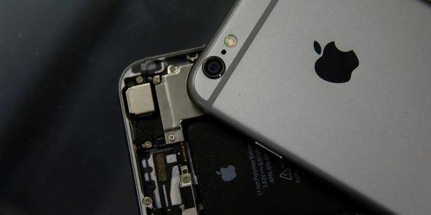 Apple a reconnu ralentir les processeurs de certains anciens modèles d'iPhones (iPhone 6, iPhone 6s et iPhone SE) par des mises à jour iOS, son système d'exploitation.