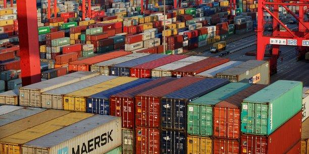 En cumulé depuis janvier, le solde entre exportations et importations de marchandises est déficitaire de 59,7 milliards d'euros, soit déjà près de 25% de plus que sur l'ensemble de l'année précédente. S'agissant de la dégradation des parts de marché, la compétitivité-coût, seule, ne peut pas expliquer le différentiel entre la France et l'Allemagne, assure Vincent Vicard, économiste au CEPII.