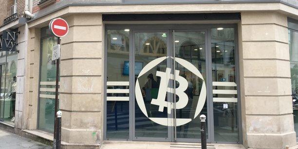 Interdiction ou encadrement du bitcoin ? Plusieurs Etats, notamment la Chine et la Corée du Sud, sont prêts à prendre des mesures radicales. En France, l'Autorité des marchés financiers (AMF) met en garde les épargnants sur les risques liés à l'achat de bitcoin et envisage un visa pour les levées de fonds en monnaie virtuelle ou ICO.