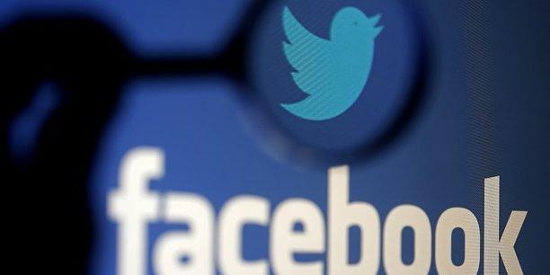 Le réseau social Facebook revendique 2,07 milliards d'utilisateurs - contre 330 millions pour le site de micro-blogging Twitter.