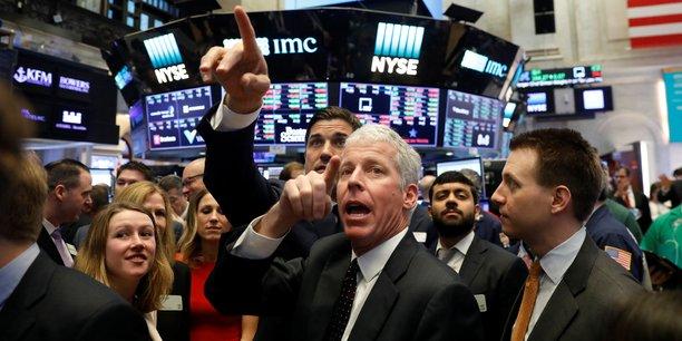 A Wall Street, le Dow Jones signe en 2018 son meilleur démarrage annuel depuis 2003 et son 77ème record d'affilée depuis l'élection de Donald Trump, exulte la chaîne Fox Business, la déclinaison financière de la télévision préférée du président américain.