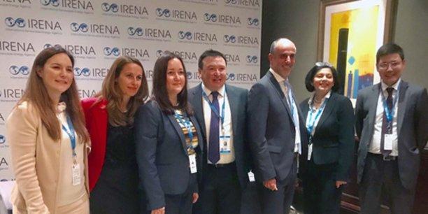 Les équipes de la BERD et d'Urbasolar lors de la signature de l'accord de financement, le 13 janvier 2018.
